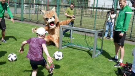 Гомельские футболисты провели дружеский матч с детьми с особенностями развития