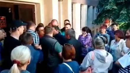 Видеофакт: гомельчане устроили давку в очереди за дешёвыми квартирами