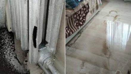 Батареи лопнули, потолок провис. В Гомеле во время испытаний коммунальников затопило многоэтажку (видео)