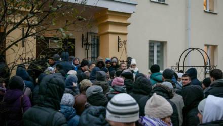 Чтобы сутками не стояли в очередях. В Беларуси начнут продавать право на покупку квартиры в формате аукциона