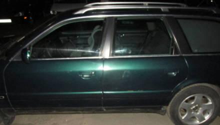 Гомельчанина взбесили чужие авто и он начал избивать их ногами и металлической трубой