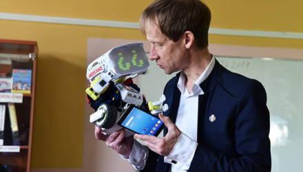 Учитель из Гомеля снимает мини-сериал про роботов на английском языке