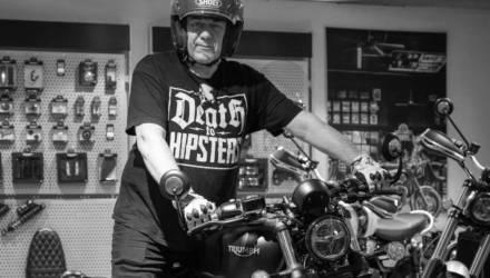 Ушёл на вираже: известный журналист Сергей Доренко умер на мотоцикле в Москве (видео)