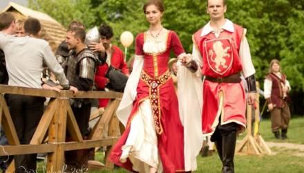 Турнир на копьях и мастер-класс по средневековым танцам проведут в музее живой истории в Гомеле