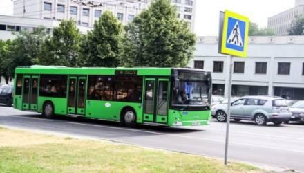Курьёз, но пассажиры не смеялись. В Гомеле кондуктор городского автобуса опоздал и догонял своё рабочее место бегом