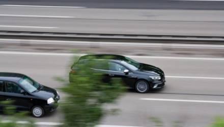 «Скорость в городах — до 50 км/ч, ближний свет — всегда»: что белорусы предложили поменять в ПДД