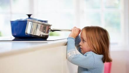 Страшно: в Гомеле на 12-летней девочке загорелась майка. Как предупредить трагедию?