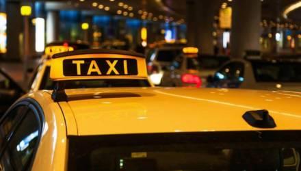 Родители забыли новорожденного в такси, возвращаясь из роддома, а в Слуцке другой ребёнок на остановке выбрался из коляски и уехал на автобусе