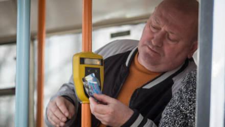 Эксперимент: В Беларуси вводят оплату банковскими карточками проезда в общественном транспорте
