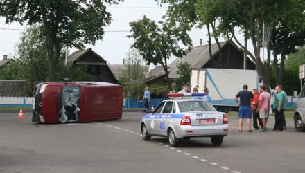В Калинковичах опрокинулся микроавтобус, гружённый огурцами