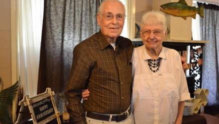 Супруги прожили вместе 62 года и умерли в один день, держась за руки