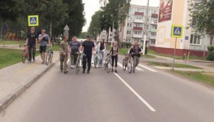 Гомельчанин пожаловался в ГАИ на то, что президент ходил с велосипедом по проезжей части