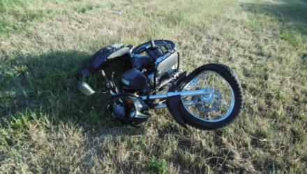 В Житковичском районе 17-летний бесправник на мотоцикле опрокинулся в кювет – он в реанимации. В Гомеле другого байкера спас шлем