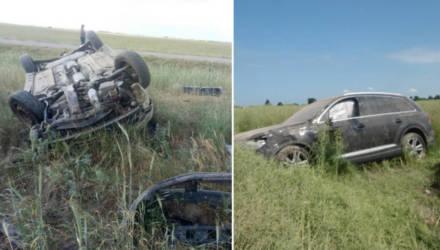 Дорожные кульбиты. В двух районах Гомельщины перевернулись трезвая девушка на Audi Q7 и пьяный мужчина на Mitsubishi