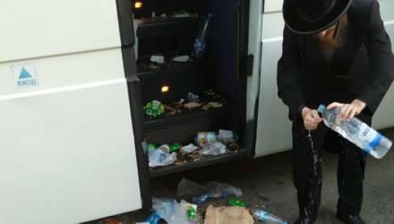 то для белоруса шок, для других нормально? Посмотрите, во что превратили салон белорусского автобуса 35 иностранных туристов
