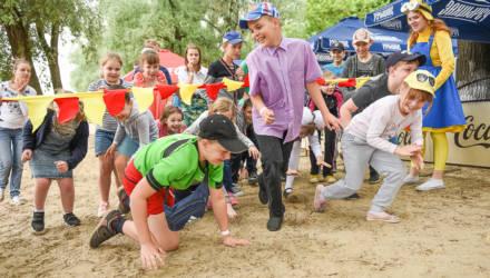 «Город без границ». На гомельском пляже провели благотворительную акцию для детей с ограниченными возможностями
