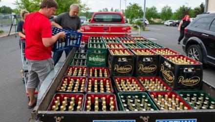 Немцы скупили большую часть запасов пива в городе, чтобы оно не досталось посетителям неонацистского фестиваля