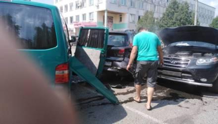В Речице напротив ЗАГСа водитель Hyundai устроил массовое ДТП