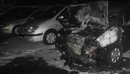 В Гомеле в час ночи загорелось авто