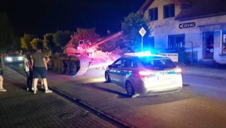 Поляк ездил на танке Т-55 по ночному городу – пытался провести экускурсию для друзей (фото, видео)