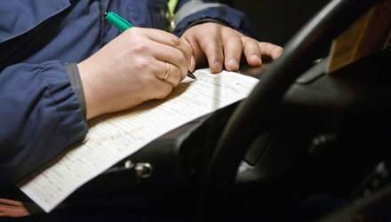 В Гомеле пьяный водитель настойчиво пытался дать взятку сотруднику ГАИ
