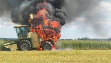 В Рогачёвском районе эффектно сгорел комбайн Krone BiG
