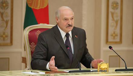 Лукашенко: В ближайшее время у нас будет или новая Конституция, или внесём правки в действующую