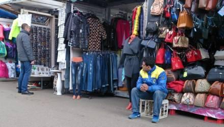 """""""Элита"""" хамит, остальные торгуются и все лапают: белорусские продавцы на рынке рассказали, что их бесит"""