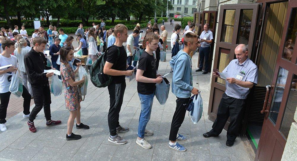 Технологи, экологи и инженеры: самые низкие проходные баллы в вузы Беларуси