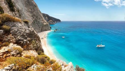 Власти Греции срочно ищут желающих переехать на остров, где живёт 20 человек, и готовы платить 500 евро ежемесячно