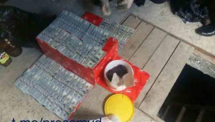 На Гомельщине милиционеры откопали ведро с долларами