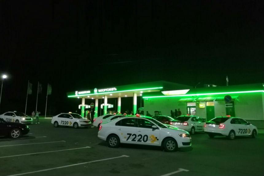 Белорусские таксисты заступились за девушку-коллегу