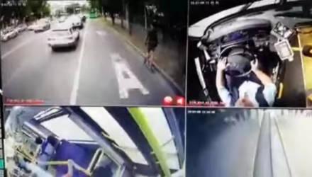 """""""Мгновенная карма"""". Самокатчик избил водителя автобуса, хотел сбежать и попал под машину – видео"""