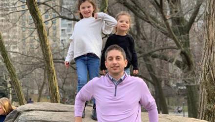 Отец отправил трёхлетнюю дочку на занятия, не догадываясь, что он на неё надел
