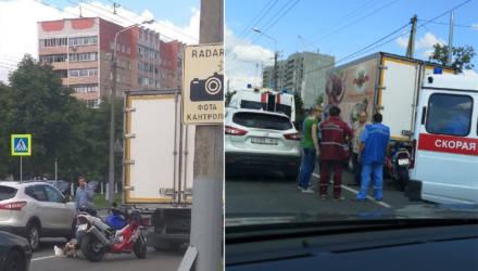 В Гомеле в ДТП пострадала девушка-байкер: на место выехали три кареты скорой помощи