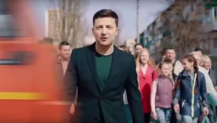Украинская полиция установила автора ролика, в котором Зеленского сбивает грузовик. Ему грозит до пяти лет тюрьмы