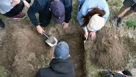 Гомельские школьники уехали в Клёнки, чтобы участвовать в интереснейших археологических раскопках