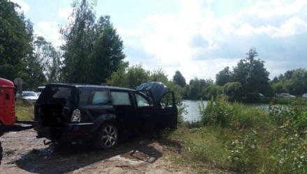 Страшное ДТП под Белоозерском: Mercedes GL упал в канал, погибли двое взрослых и трое детей