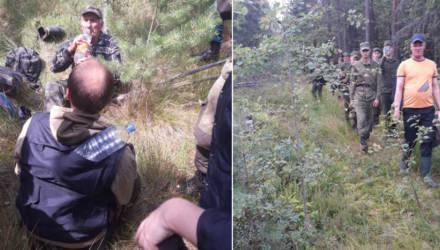 Поиски пожилого ягодника из Калинковичей увенчались успехом, а вот в Речице, к сожалению, пенсионера нашли в лесу мёртвым