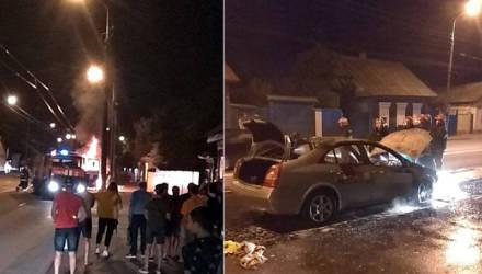 В Гомеле в полночь сгорел автомобиль такси (фото, видео)