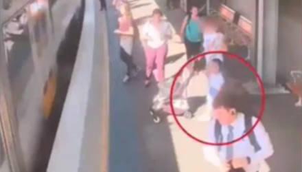 Не оставляйте ребёнка без присмотра на платформе: появилось шокирующее видео