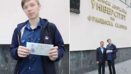 """Гомельчанин получил """"сотню"""" на ЦТ по белорусскому языку. Вместе с аттестатом у парня 378 баллов"""