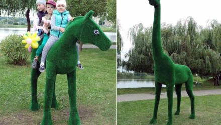 Пятиметровый жираф, лев, лошади. Каскад озёр пополнился новыми фигурами зверей в натуральную величину