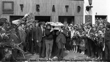 """Гроб """"шестёрка"""", спор за погост и КГБ. Как в Москве хоронили Высоцкого"""