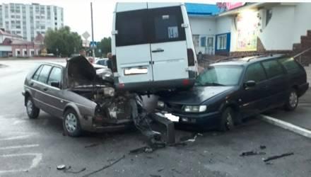 Невероятные кульбиты. В Мозыре из-за пьяного водителя образовалась горка из авто