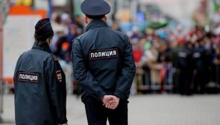 В Москве полицейский похитил начальника и снял с ним порно