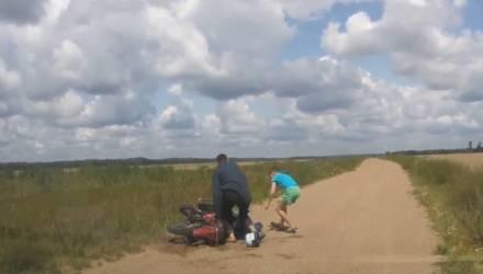 Под Гомелем пьяный отец на мотоцикле с двумя детьми удирал от ГАИ – видео