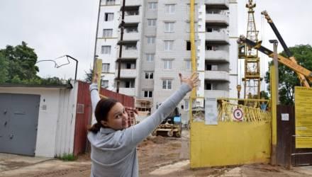 """""""Чтобы не спорить у дверей УКС"""": зачем гомельчане организовали очередь на квартиры"""