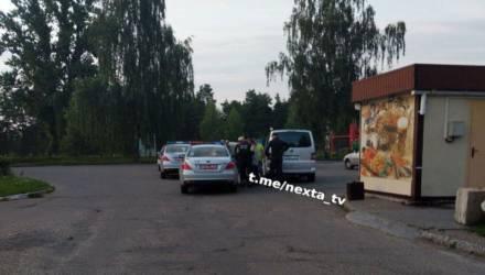 Очевидцы сообщили в ГАИ о пьяном водителе на Audi. Им оказался работник прокуратуры