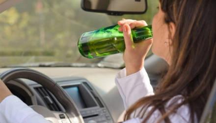 На Гомельщине бесправницу снова поймали пьяной за рулём. Женщине грозит огромный штраф
